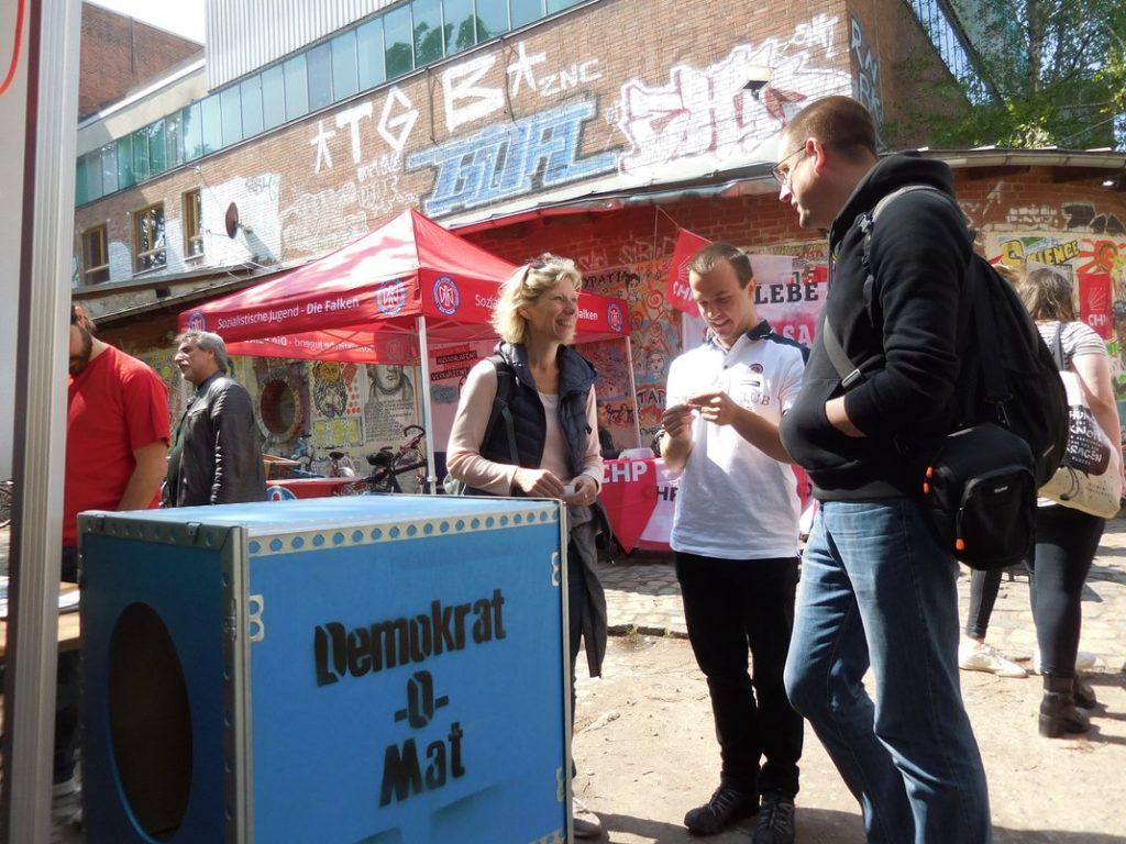 Der Demokrat-O-Mat auf dem Stand des Demokratieforum Linden-Limmer, Internationales 1. Mai-Fest, Faustgelände